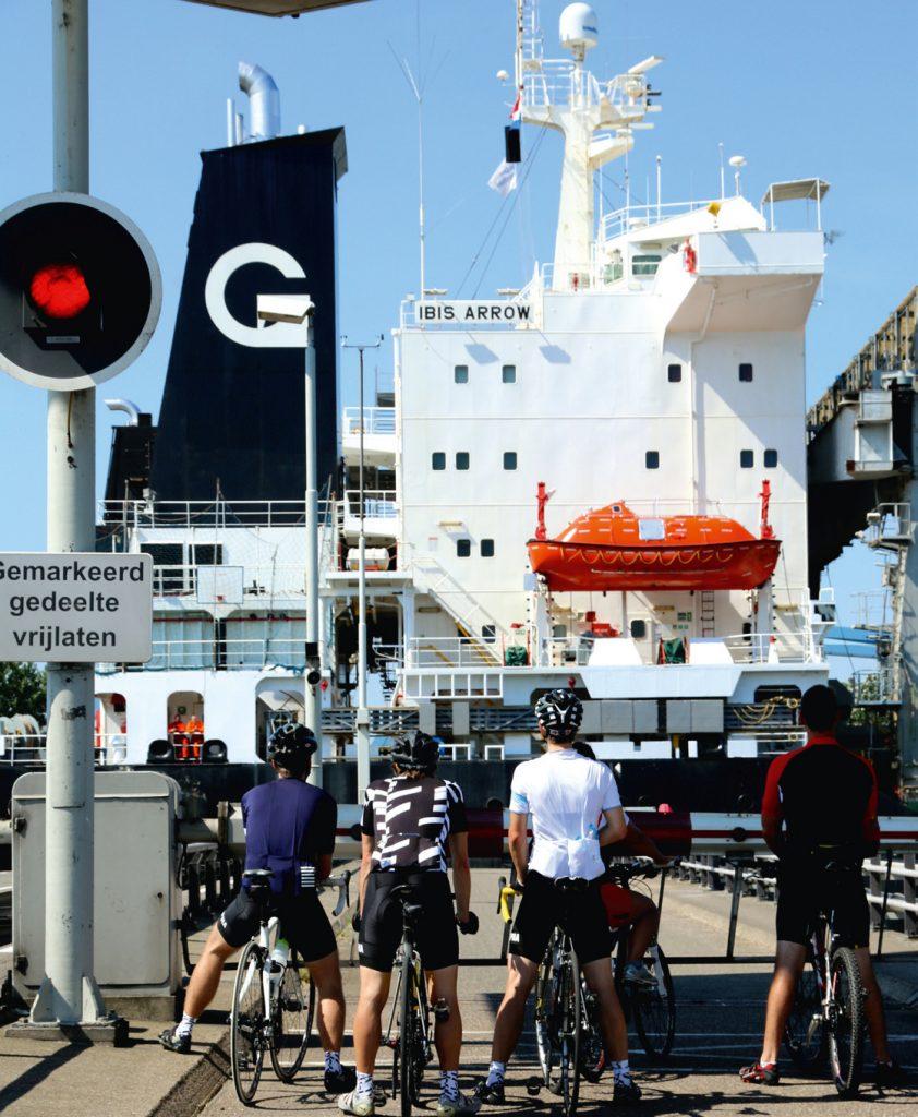 Zeeland fietsen vrachtschip